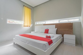 RedDoorz Resort Syariah @ Idelansia Home Stay Ciater Subang - RedDoorz Room Basic Deal