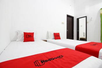 RedDoorz near Adisucipto Airport 3 Yogyakarta - RedDoorz Twin Room Last Minute