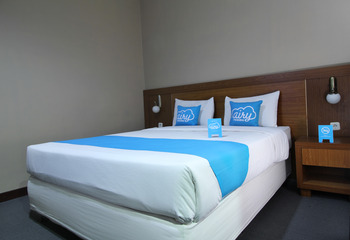 Airy Mandonga Laute Tiga 48 Kendari - Standard Double Room with Breakfast Special Promo June 28
