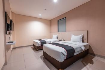 Collection O 26 Hotel Igloo Bekasi - Deluxe Twin Room Regular Plan