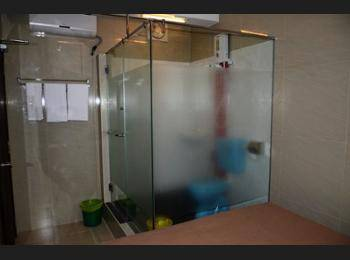 Aura Hotel Kuala Lumpur - Standard Room, 1 Queen Bed, No Windows Hemat 10%