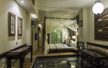 Dhanesvara Holistic Unique Homestay Surabaya - Deluxe Room Regular Plan