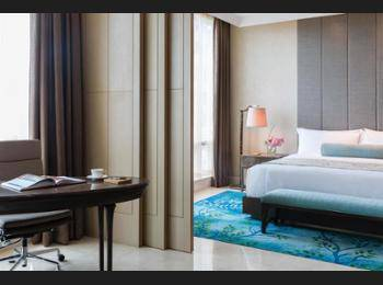 Raffles Hotel Jakarta - Signature Room, 1 King Bed, City View Regular Plan