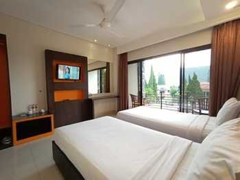 Hotel Grand Bintang Tawangmangu - Deluxe Room Only Regular Plan