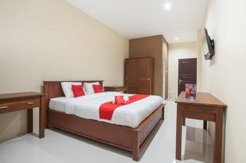 RedDoorz near Universitas Wijaya Kusuma Surabaya - Premium Room Last Minute