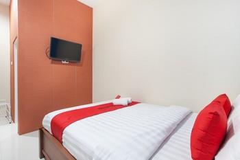 RedDoorz near Universitas Wijaya Kusuma Surabaya - RedDoorz Room with Breakfast Regular Plan