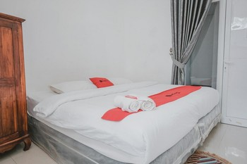 RedDoorz near Lampung Walk - RedDoorz Room Basic Deal