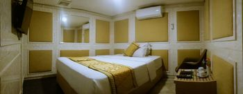 The Rich Studio Yogyakarta - Studio Standard with Shared Bathroom Special Deals