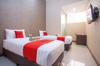RedDoorz @ Raya Sulfat Malang - Twin Room Basic Deal