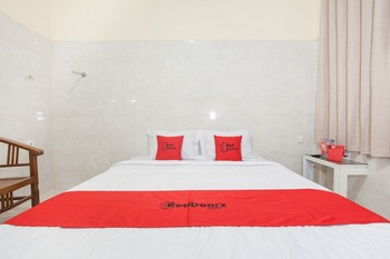 RedDoorz @ Sedati Surabaya - RedDoorz Room with Breakfast Regular Plan