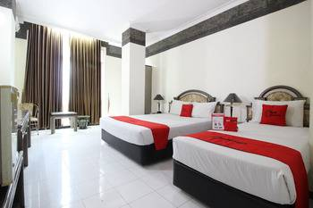 RedDoorz near Malioboro Mall Yogyakarta -  RedDoorz Twin Room Basic Deal