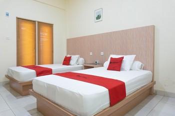 RedDoorz Syariah near Sultan Muhammad Kaharuddin Airport Sumbawa - RedDoorz Twin Room LOS