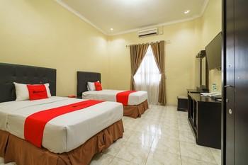 RedDoorz Plus @ Hotel Sempurna Watervang Lubuk Linggau Lubuklinggau - RedDoorz Deluxe Twin Room with Breakfast Basic Deal