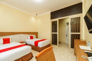 RedDoorz Plus @ Hotel Sempurna Watervang Lubuk Linggau Lubuklinggau - RedDoorz Twin Room with Breakfast Basic Deal