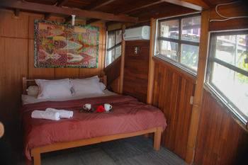 Karang Aji Beach Villa Sukabumi - Premium Room Non Refundable Regular Plan