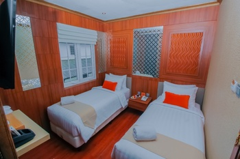 Petit Boutique Hotel Solo - Gedung Djoeang View Twin Room Only Regular Plan