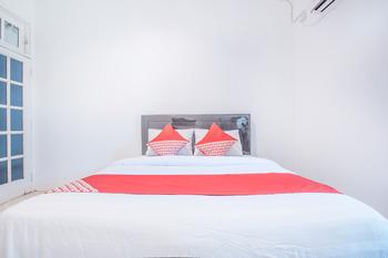 OYO 332 Residence G17 Kemang Jakarta - Standard Double Room Regular Plan