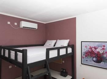 RedDoorz near University of Indonesia Depok - RedDoorz Room Regular Plan
