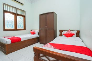 OYO 1439 Gang Guest Homestay Tuban - Standard Twin Room Regular Plan