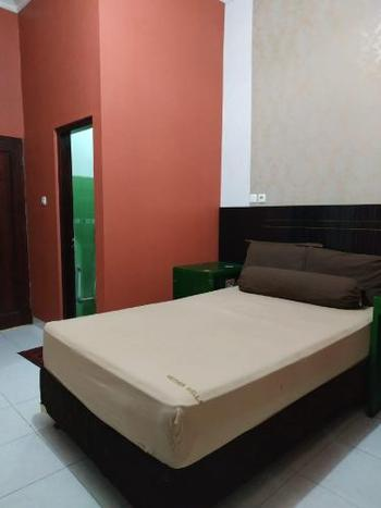 Clarichie Guest House Kupang - Standard Double Room Great Deal!