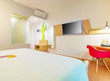 MaxOneHotels at Resort Delia Makassar - Warmth Room With Breakfast Basic Deal