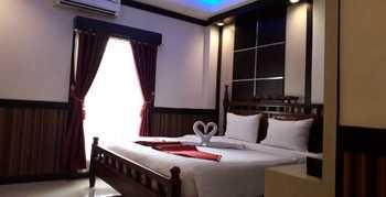Benhur Hotel Padang - Deluxe King Room Only Regular Plan