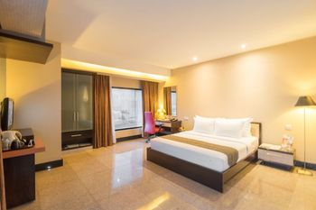 Manhattan Hotel Jakarta - Deluxe King 2 Person with Breakfast LAST MINUTE 20%