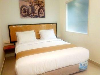 Votel Hotel Charis Tuban Tuban - Deluxe Room Only Regular Plan