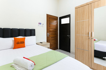 KoolKost Syariah near Solo Paragon Mall Solo - KoolKost Double Room Long stay Free Night