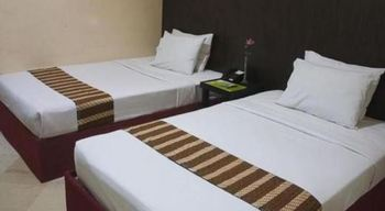 Griyo Avi Hotel Surabaya - Triple Room Basic Deal
