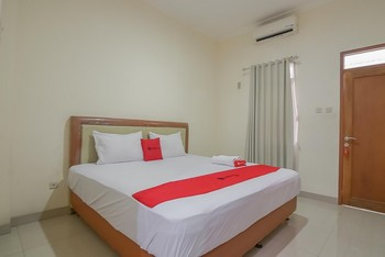 RedDoorz near IPDN 2 Sumedang - RedDoorz Room 24 Hours Deal