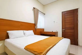 Sharon Guest House Bandung Bandung - Deluxe Room Basic Deal