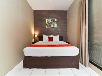 RedDoorz Plus @ Raya Legian Bali - RedDoorz Room Regular Plan