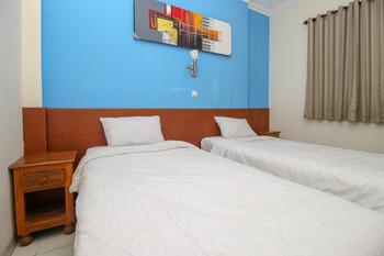 RedDoorz near Lempuyangan Train Station Yogyakarta - RedDoorz Twin Room 24 Hours Deal