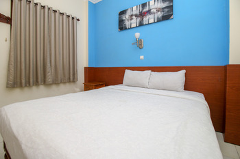 RedDoorz near Lempuyangan Train Station Yogyakarta - RedDoorz Room 24 Hours Deal