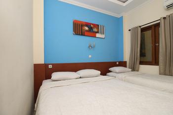 RedDoorz near Lempuyangan Train Station Yogyakarta - RedDoorz Family Room 24 Hours Deal