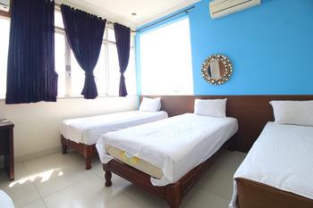 RedDoorz near Lempuyangan Train Station Yogyakarta - RedDoorz Deluxe Family Room 24 Hours Deal