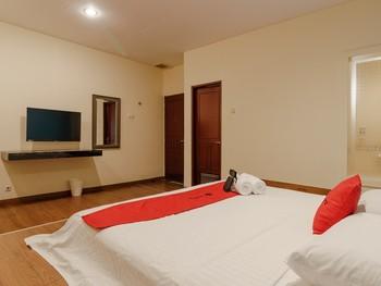 RedDoorz Plus near Dunia Fantasi Ancol Jakarta - RedDoorz Room 24 Hours Deal