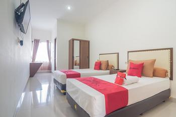 RedDoorz Syariah @ Sarongge Cianjur Cianjur - RedDoorz Deluxe Room After Hours