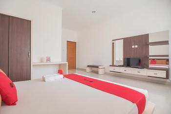 RedDoorz Syariah @ Sarongge Cianjur Cianjur - RedDoorz Suite Room After Hours