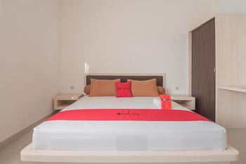 RedDoorz @ Sarongge Cianjur - RedDoorz Room with Breakfast Regular Plan