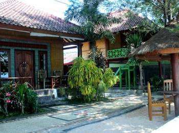 Krisna Bungalow and Restaurant Lombok - Budget Bungalow Beach Front Save 8%
