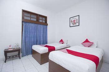 OYO 759 Hotel Dewi Sri Yogyakarta - Standard Twin Room Regular Plan