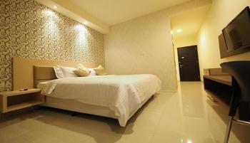 Nat Nat Homestay Malang - Deluxe Queen Bed (1 Kasur Besar / Queen Size) Regular Plan