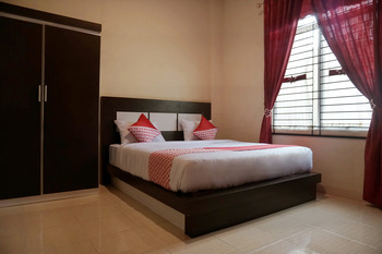 OYO 1394 Rumaisa Homestay Pekanbaru - Deluxe Double Room Regular Plan