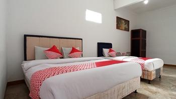 OYO 2900 New Bukit Kasih Lembang - Deluxe Family Room Last Minute Deal