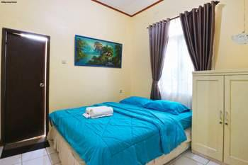 Aries Biru Hotel Puncak - Bungalows 4 Bedrooms Basic Deal!