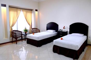 Hotel Pelangi Malang - Deluxe Room Only Regular Plan