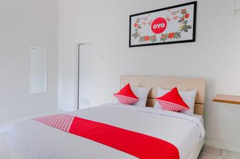 OYO 973 Turukene Malang - Deluxe Double Room Regular Plan