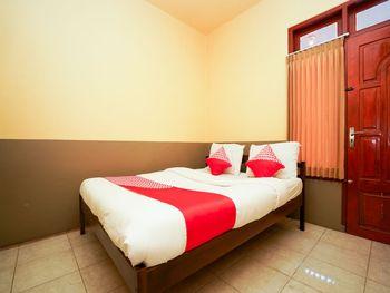 OYO 1378 Tengger Indah Homestay Probolinggo - Standard Double Room Regular Plan